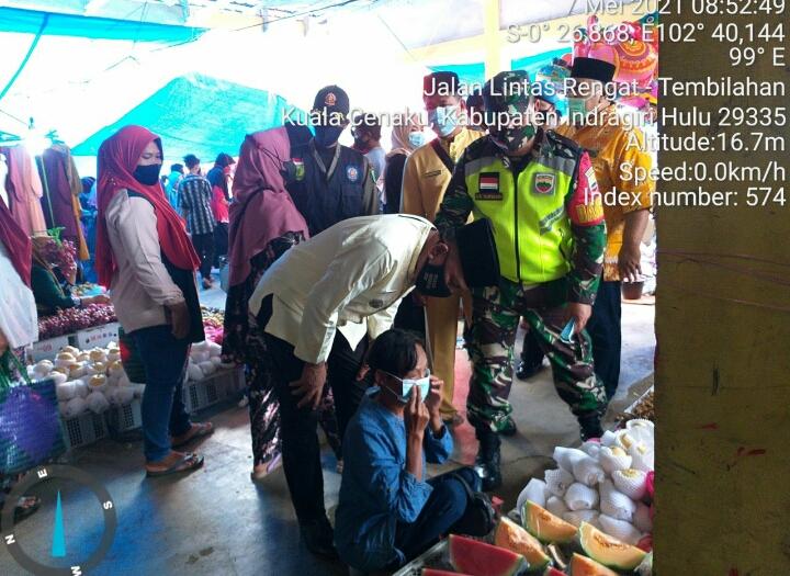 Bersama Forkompincam Danpos Kuala Cenaku Laksanakan Sosialisasi Bahaya Covid-19