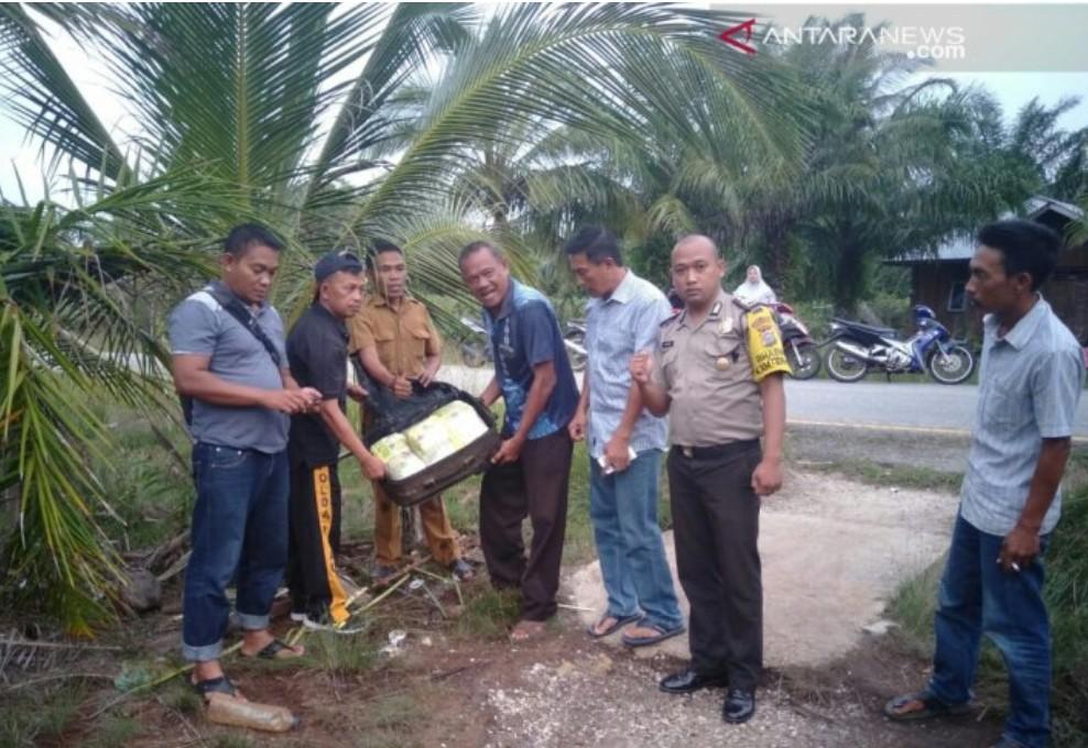 Warga Desa Batang Duku Temukan Koper Berisikan Sabu Dan Pil Ekstasi
