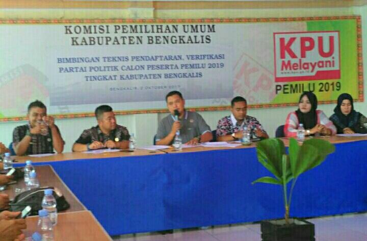 KPU BengkalisBersama Wartawan Rapat Wacana Pembentukan Media Center