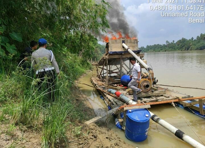 Patroli Rutin, Polsek Benai dan Pemdes Kembali Temukan Dompeng di Aliran Sungai Batang Kuantan