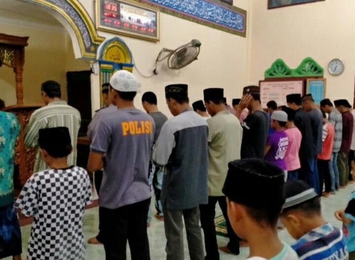 Makmurkan Tempat Ibadah, Personil Polsek Simpang Kanan Sholat Subuh Berjamaah
