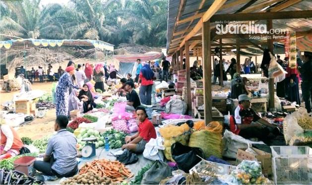 Ratusan Pedagang Mulai Menggelar Dagangan di Pasar Senen Yang Baru Diresmikan