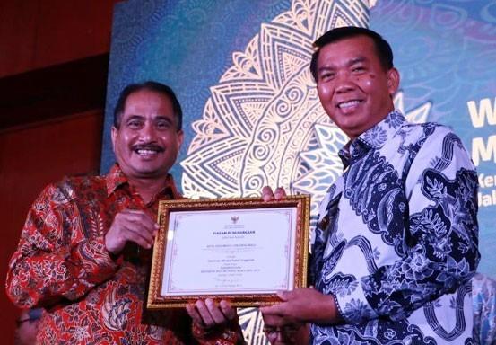 Walikota Pekanbaru Terima Penghargaan Destinasi Wisata dari Menteri Pariwisata
