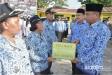 Wabub Sergai Berikan Tali Asih Kepada ASN Pensiun, Serta Penyerahan Simbolis SK CPNS kepada 95 Bidan PTT